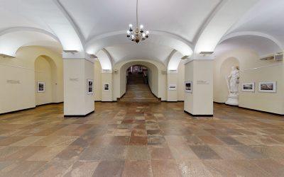 "Algimantas Aleksandravičius. Parodos ""Per Lietuvą – per Dievo sodą"" virtualus 3D turas"